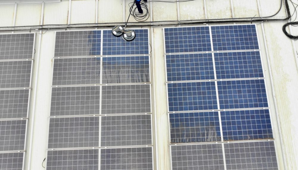 Limpieza de módulos solares